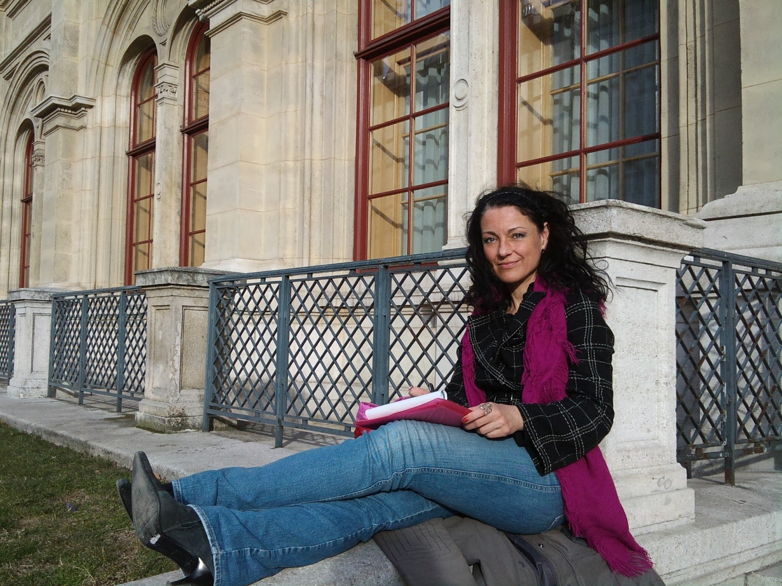 Andrea Gerak studying at the corener of Vienna Opera House